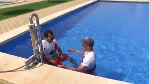 Las piscinas municipales de Almoradí ya cuentan con un nuevo elevador hidráulico