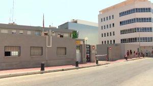 La Guardia Civil detiene a dos personas por robar presuntamente en un 24 horas de Torrevieja