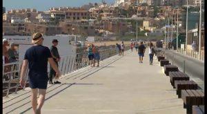 La Mata ya dispone de una nueva senda peatonal que gana 4 metros de anchura para la playa