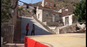 El Ayuntamiento de Callosa limpia y adecua un solar en la calle San Juan