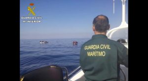 Guardia Civil intercepta dos pateras a 13 millas de la costa de Torrevieja