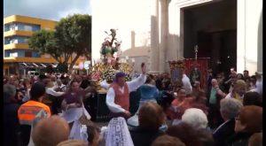 El viento no impide que Santa Águeda vuelva a reunir a miles de personas en su romería