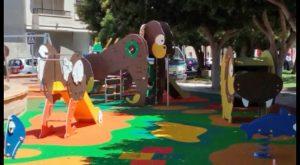 El parque infantil del malecón del Carmen se abre al público con una nueva imagen