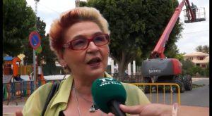 Comienza la limpieza y poda de las más de 200 palmeras del casco urbano de Jacarilla