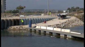 La CHS visita las obras de recuperación de la pantalla de flotantes de Guardamar