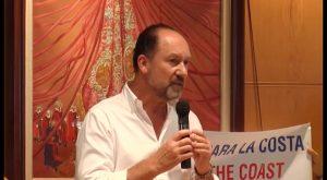 Tenso encuentro entre los vecinos de Orihuela Costa y el alcalde, Emilio Bascuñana