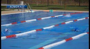 La piscina municipal de Almoradí ofrece actividades durante todo el verano