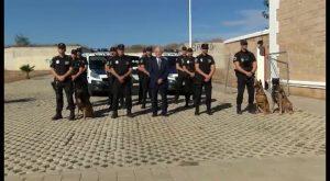 El GRO de la policía local de Torrevieja estrena dependencias y exhibe su unidad canina