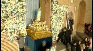 Cientos de personas participaron en la Ofrenda Floral a la Purísima