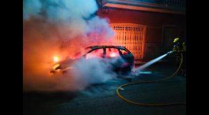 Bomberos de Almoradí evitan que se queme una casa en Dolores al sofocar las llamas de un coche