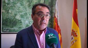 Emilio Fernández echa de su despacho al edil de UPR por pillarlo grabando con el móvil