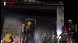 Madrugada de sucesos: los bomberos atienden dos incendios paralelos en Cox y Almoradí