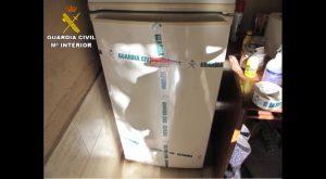 La Guardia Civil interviene 312 medicamentos caducados en un centro de animales de Albatera