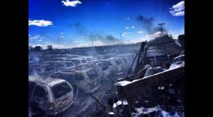 Arden más de medio centenar de vehículos en un desguace de Dolores