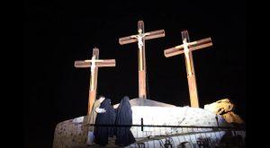 Rojales celebra el jueves su acto más singular de SS con la procesión de subida al monte Calvario