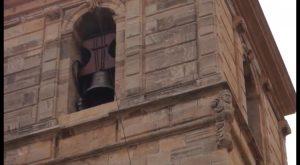 Campaneros de Callosa muestran el arte del toque manual de campanas en la Iglesia de San Martín