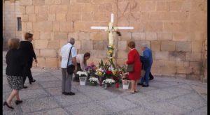 Los defensores de la Cruz denuncian un intento de desalojo de la Plaza de España