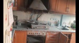 Una patrulla de la Policía de Pilar de la Horadada sofoca un incendio en la cocina de una vivienda