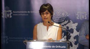 El litoral oriolano queda cerrado al baño tras detectar ejemplares de carabelas portuguesas