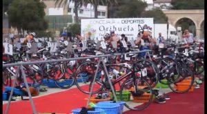 Cerca de 300 atletas participaron el domingo en la VI edición del Triatlón Playas de Orihuela
