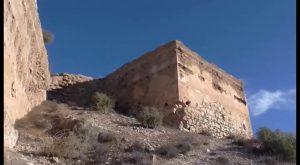 Patrimonio Histórico elimina los grafitis del Castillo de los Moros de Orihuela