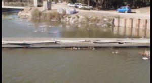 Ecologistas en Acción pone una «bandera negra» en la desembocadura del Río Segura