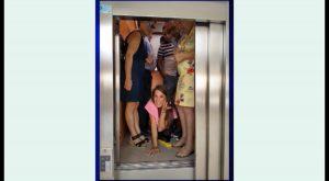 Se quedan atrapados en el ascensor del Ayuntamiento de San Miguel de Salinas cuando iban a casarse