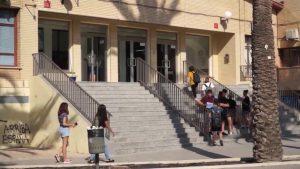 La directora territorial de Educación visita Orihuela para conocer la situación de los centros