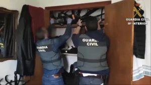 La Guardia Civil detiene en Torrevieja a los autores del robo de cerca de un centenar de bicicletas