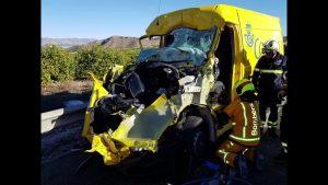 Rescatan a un conductor atrapado tras un accidente en la A-7