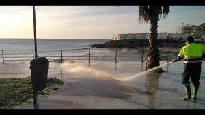 Una hidrolimpiadora más para la costa de Orihuela