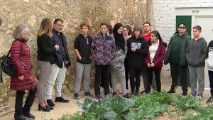 Alumnos del IES Antonio Sequeros de Almoradí visitan los huertos urbanos