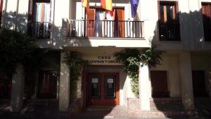 Almoradí actúa contra la colocación de artículos en fachadas no permitidos por ordenanza