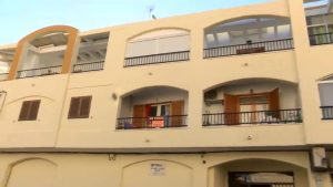 Una explosión de gas calcina el aseo de una vivienda en la zona norte de Torrevieja