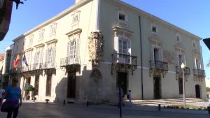 Orihuela inicia las obras de reparación de la fachada dañada en el barrio de Capuchinos