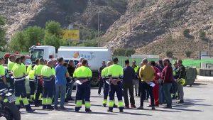 Ayuntamiento y la plantilla de la basura intentan parar la huelga en Orihuela