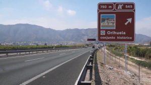 Instalan la cartelería turística del centro histórico en las carreteras de acceso a Orihuela