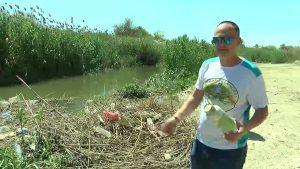 Un río con más plásticos que agua