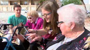 Convivencia intergeneracional entre jóvenes y tercera edad en Almoradí