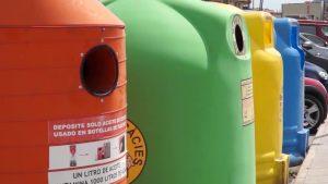 RSU incorpora 56 contenedores de reciclaje de plástico en el casco, pedanías y costa