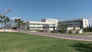 El Hospital Universitario de Torrevieja tiene a un urólogo trabajando y dos de vacaciones