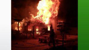 Dos casas calcinadas en la carretera de Dolores y un hombre herido en el Pilar por una deflagración