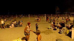 Una noche de San Juan en la playa rodeada de polémica