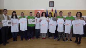 Bigastro entrega a la asociación «La Pedrera» lo recaudado en una marcha solidaria