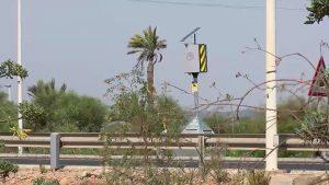 Un radar en una carretera con retenciones
