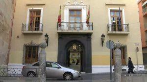 Callosa se enfrenta a cinco desahucios y una deuda de 170.000 euros