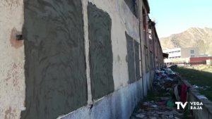 Callosa tapia y valla la antigua fábrica junto al IES Vega Baja para evitar entradas ilegales
