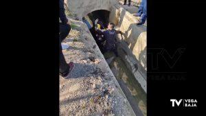 Un joven cae a una acequia de riego en Almoradí