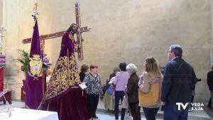Menos besos de los feligreses en el besapié de Nuestro Padre Jesús de Orihuela por el coronavirus