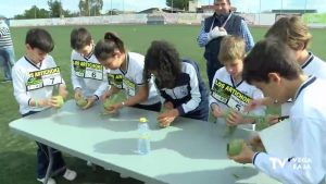 Almoradí celebra con escolares las primeras olimpiadas dedicadas a la alcachofa